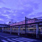 南林間駅に停車する小田急線です