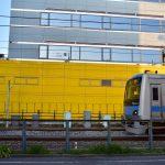 西鶴間3丁目 4000系と黄色い外壁です