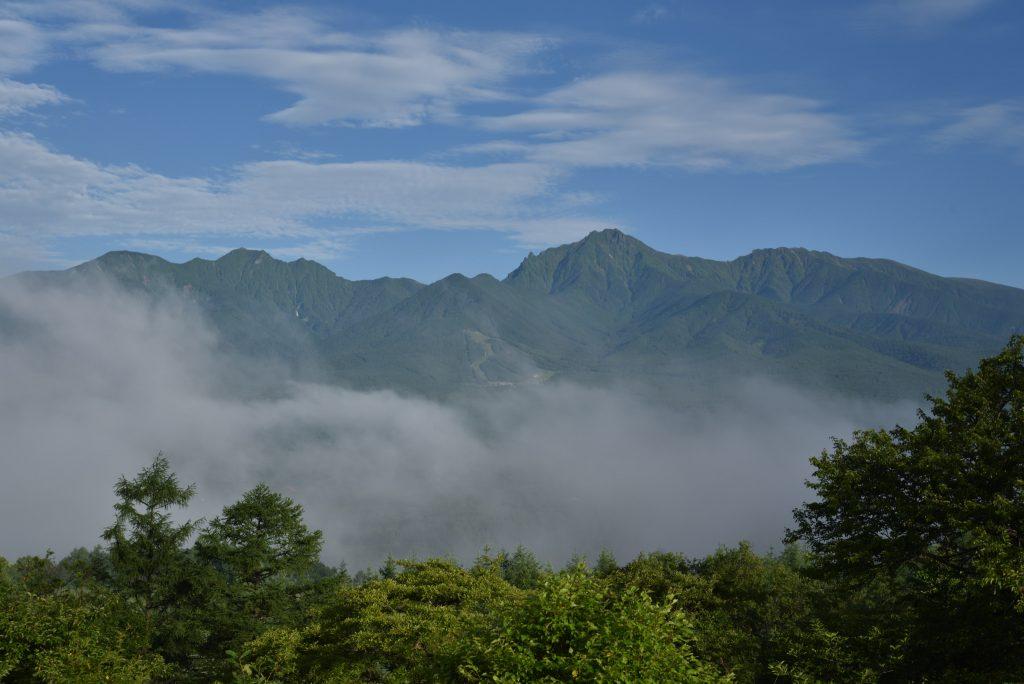 野辺山 平沢峠 獅子岩から八ヶ岳を望むです