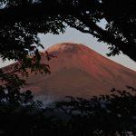 2018年8月22日 朝日に浮かび上がる富士山です